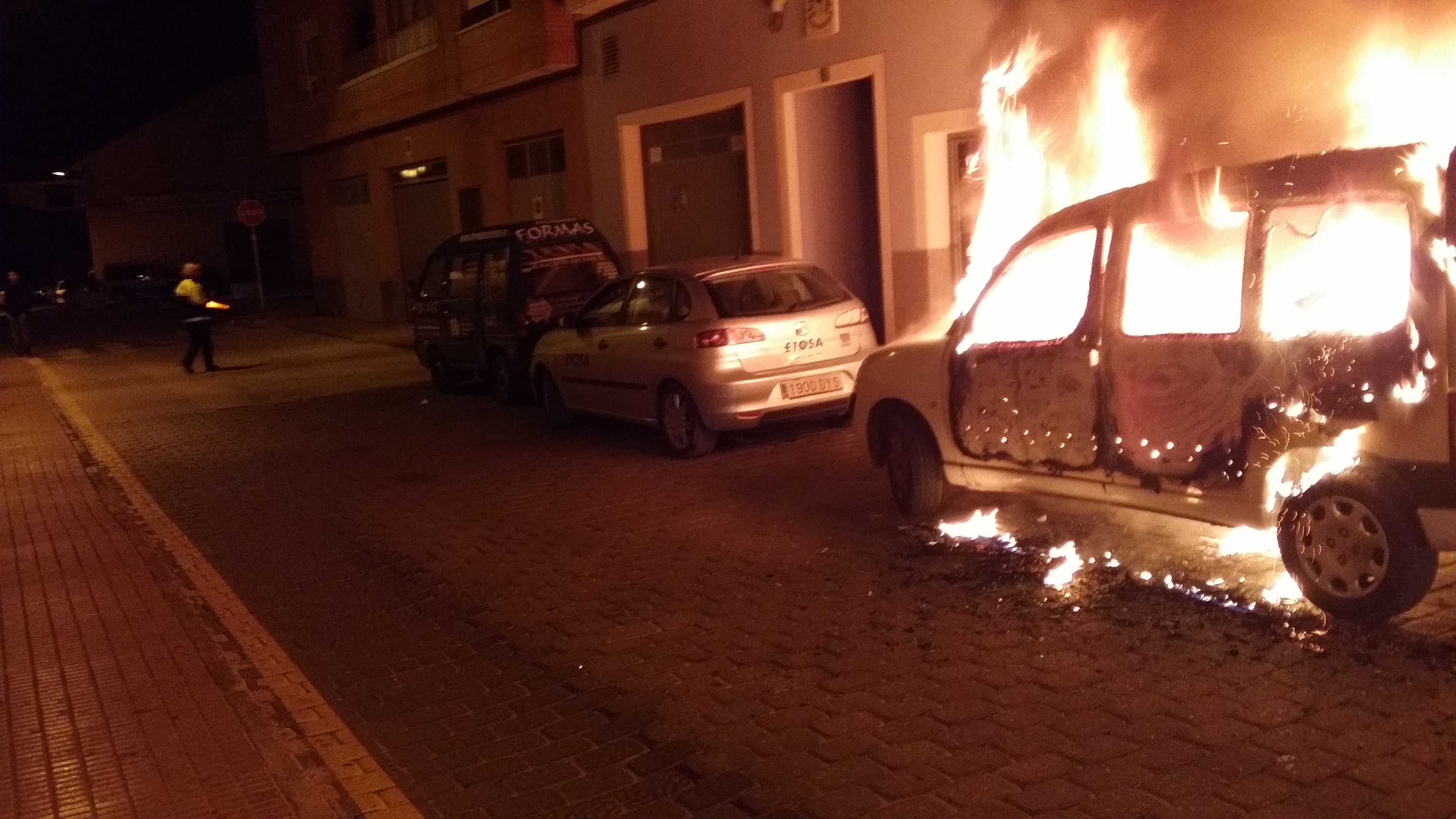 2014-12-14 incendio coches2