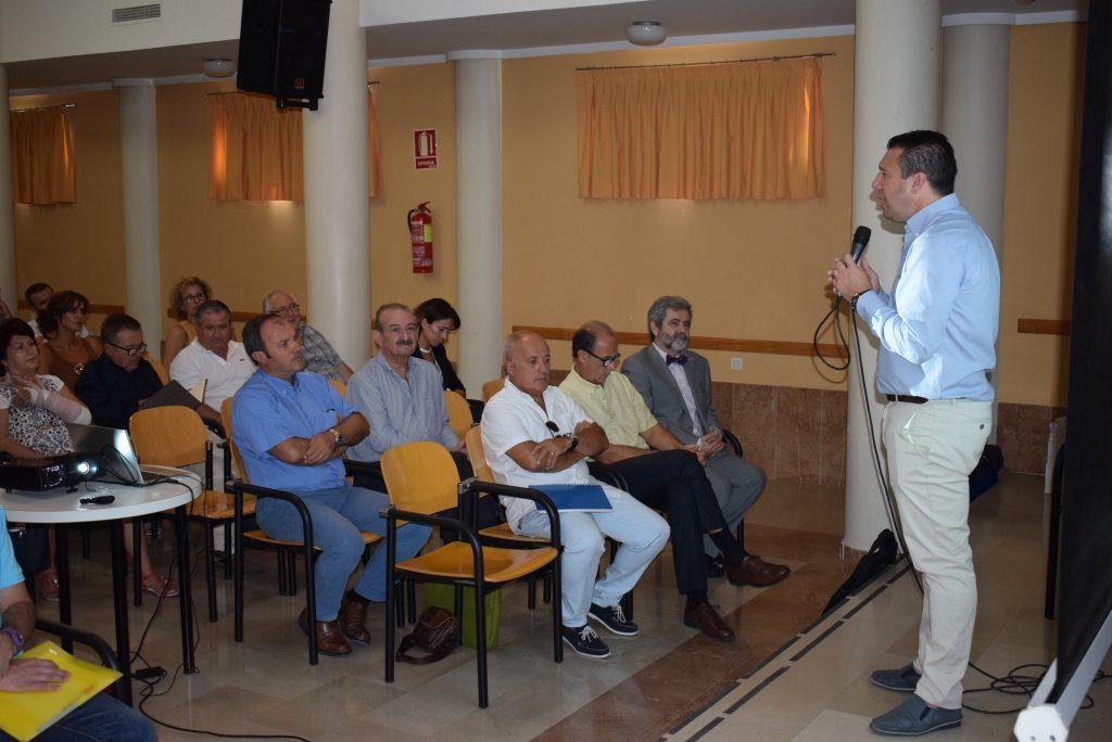 alcalde asiste a reunión de directores 13092017 3